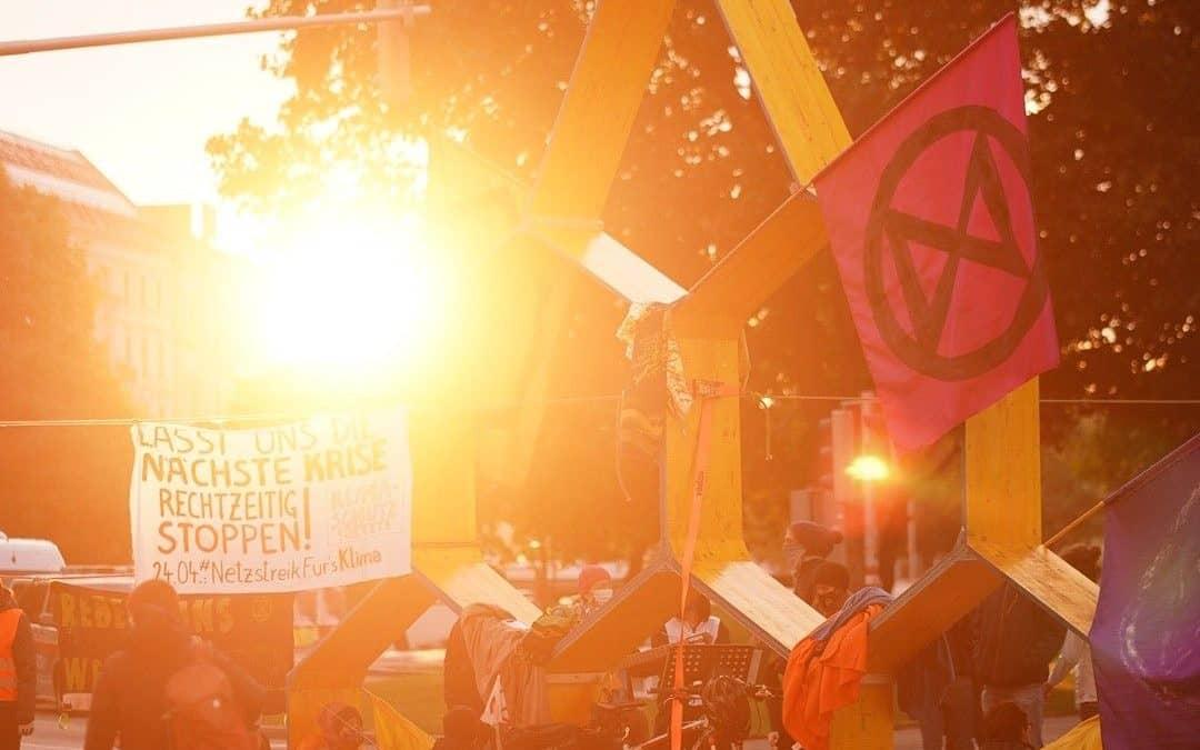 Gefühlsrebellion #3 – Aktion Bienenwabe, Karlsplatz 01./02.10.2020