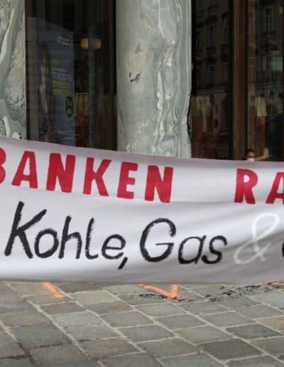 Extinction Rebellion Aktion Looshaus Raika Titel