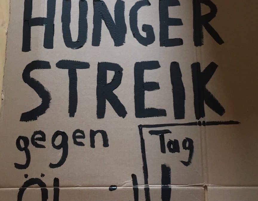 Hungerstreik am Heldenplatz: Unterstützt Martha und Howey Ou!